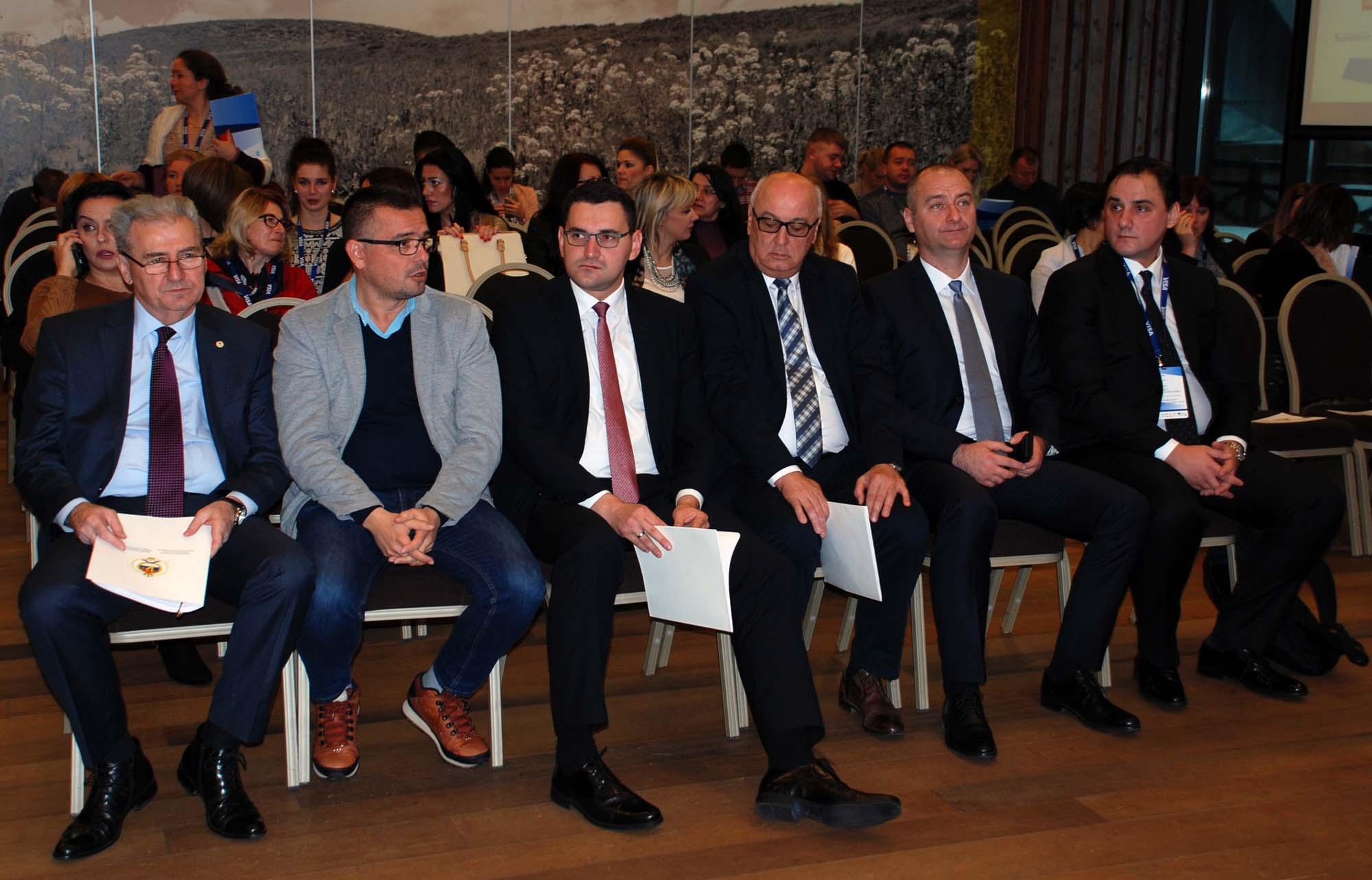 ЈАХОРИНА, 30. НОВЕМБРА /СРНА/ - На Јахорини је јутрос почела Друга регионална конференција о породичном предузетништву Србије, БиХ и Црне Горе.